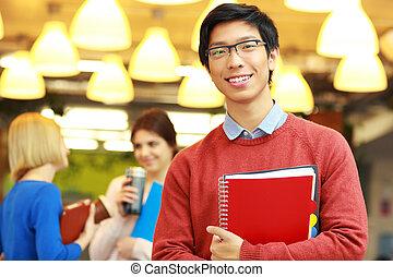 ficar, jovem, asiático, retrato, feliz, campus, homem