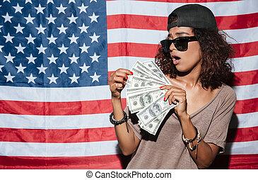 ficar, mulher, eua, dinheiro, sobre, jovem, bandeira, africano