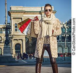 ficar, mulher, itália, turista, comprador, milão, elegante