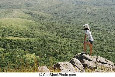ficar, mulher, jovem, hiker, pico, rocha