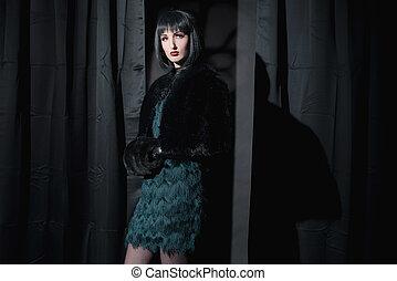 ficar, mulher, sala, eerie, sleeve., escuro, moda, feiticeira, segurando, pretas, curtains.