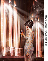 ficar, noite, sol, jovem, luxury., janela vidro, mulher, champanhe, vestido