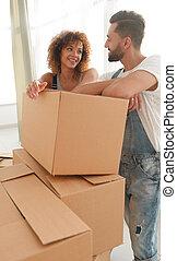 ficar, par, seu, caixas, novo, apartment., feliz