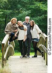 ficar, ponte, família, junto, floresta, feliz