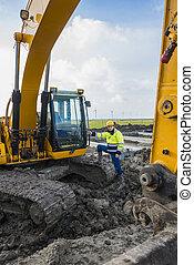 ficar, seu, escavador, trabalhador, orgulhosamente, logo, construção
