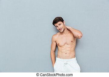 ficar, shirtless, jovem, posar, atraente, homem