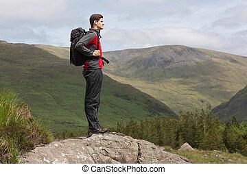 ficar, topo, admirar, colina, vista, homem