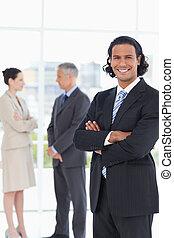 ficar, vertical, busines, sorrindo, executivo, dois, frente...