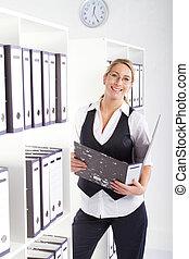 fichiers, femme affaires, recherche