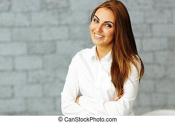 fiducioso, braccia, felice, donna d'affari, piegato