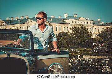 fiducioso, ricco, giovane, convertibile, classico, uomo, cartella