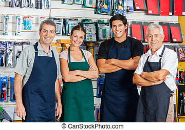 fiducioso, salespeople, in, hardware, negozio