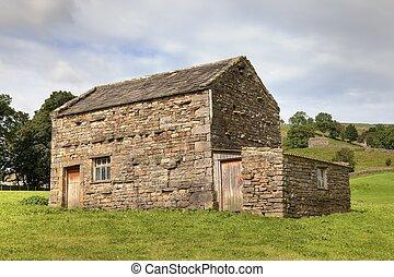 Field barn, Yorkshire - Field barn near the Yorkshire Dales ...