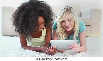 fiends, lachen, terwijl, gebruik, een, ebook