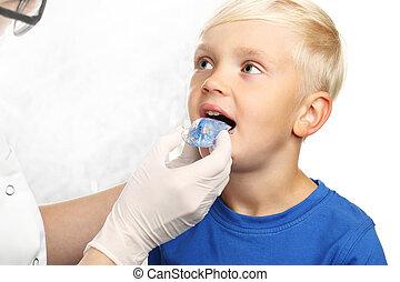 fierros, ortodoncista, niño, primero