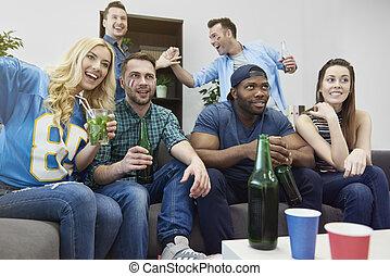 fiesta, con, amigos, durante, campeonatos