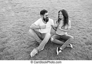 fiesta, sexy, juntos, verano, mujer hombre, grass., familia...