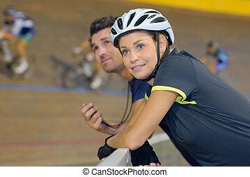 fietser, anderen, verrichtend