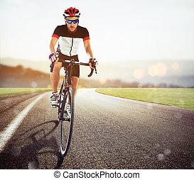 fietser, het snelen, ondergaande zon , straat