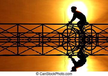fietser, ondergaande zon , silhouette