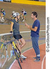 fietser, trainer, converseren