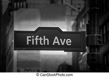 Fift avenue sign 5 th Av New York Mahnattan USA black & ...