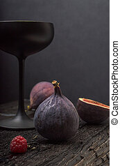Fig with black glass