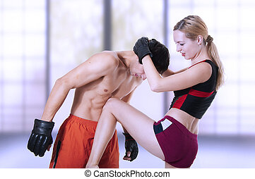 fight., mulher, joelho, pontapé, em, homens, estômago