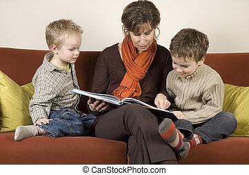 figli, due, 2, madre, libro lettura