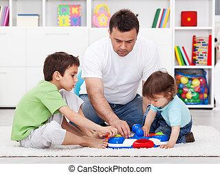 figli, giocattolo, esposizione, padre, suo, nuovo