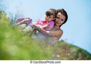 figlia, abbracciare, madre