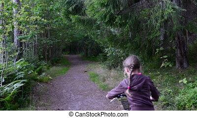 figlia, cavalcata, bicicletta, foresta, madre