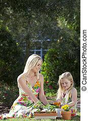 figlia, donna, giardinaggio, piantatura, &, ragazza, madre, fiori
