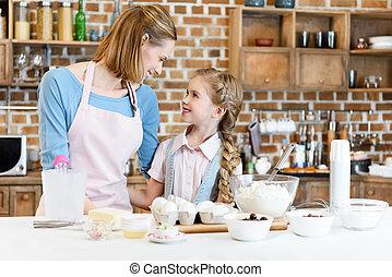 figlia, madre, cottura, insieme, dall'aspetto, mentre, altro, ciascuno, felice