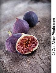 figs, 上, 木製的桌子