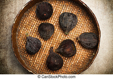Figs on a wooden plate