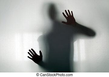 figura shadowy, atrás de, vidro