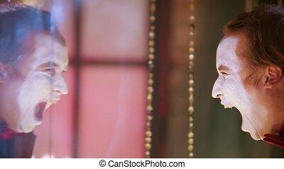 figure, clown, sien, blanc, miroir, devant, peinture, demande, cri