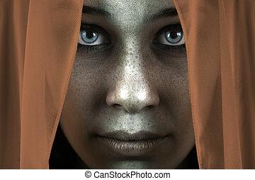 figure, de, timide, couvert taches rousseur, femme, à, beau, grands yeux