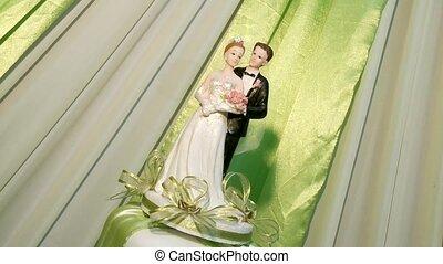 Figures On Wedding Flan - Big Wedding Flan