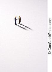 figurines, de, deux hommes affaires serrant main