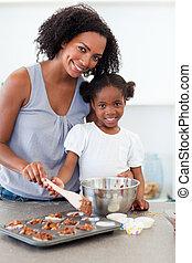 figyelmes, anya, ételadag, neki, leány, főzés, kétszersültek