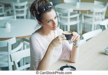 figyelmes, csinos, hölgy, -ban, a, kávécserje megszakadás