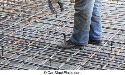 fil, carcasse, ouvrier métal, pieds, visible, seulement,...