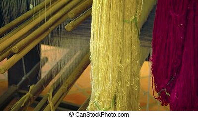 fil, soie, métier tisser, workshop., cambodgien, ultrahd, vidéo