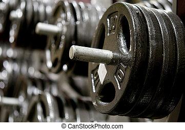 fila, de, pesas, en, gimnasio