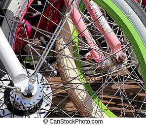 fila, multicolor, ruedas de bicicleta, primer plano