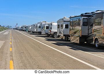 fila, recreativo, estacionado, camino, vehículos