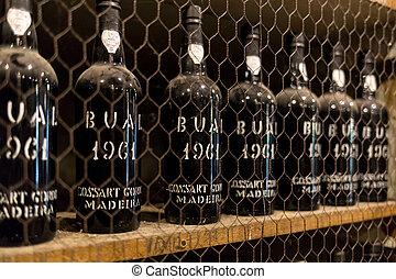 filas, botellas, portugal, depósito, estantes, vendimia, museo, -, largo, funchal, madera., vino., hecho, costoso, vino