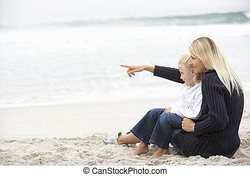 filha, inverno, sentando, mãe, feriado, praia